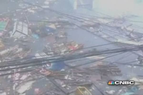 Super-typhoon Haiyan destroys Philippines
