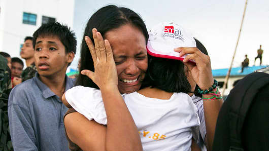 Survivors of Typhoon Haiyan wait to board a C130 aircraft during the evacuation of hundreds of survivors of Typhoon Haiyan on November 12, 2013 in Tacloban, Philippines.