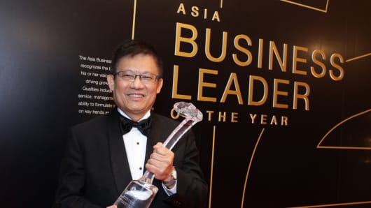 ST Engineering CEO Tan Pheng Hock wins CNBC Asia's Business Leader of the Year Award 2013.