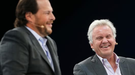 Salesforce CEO Marc Benioff (L) and General Electric CEO Jeff Immelt (R).
