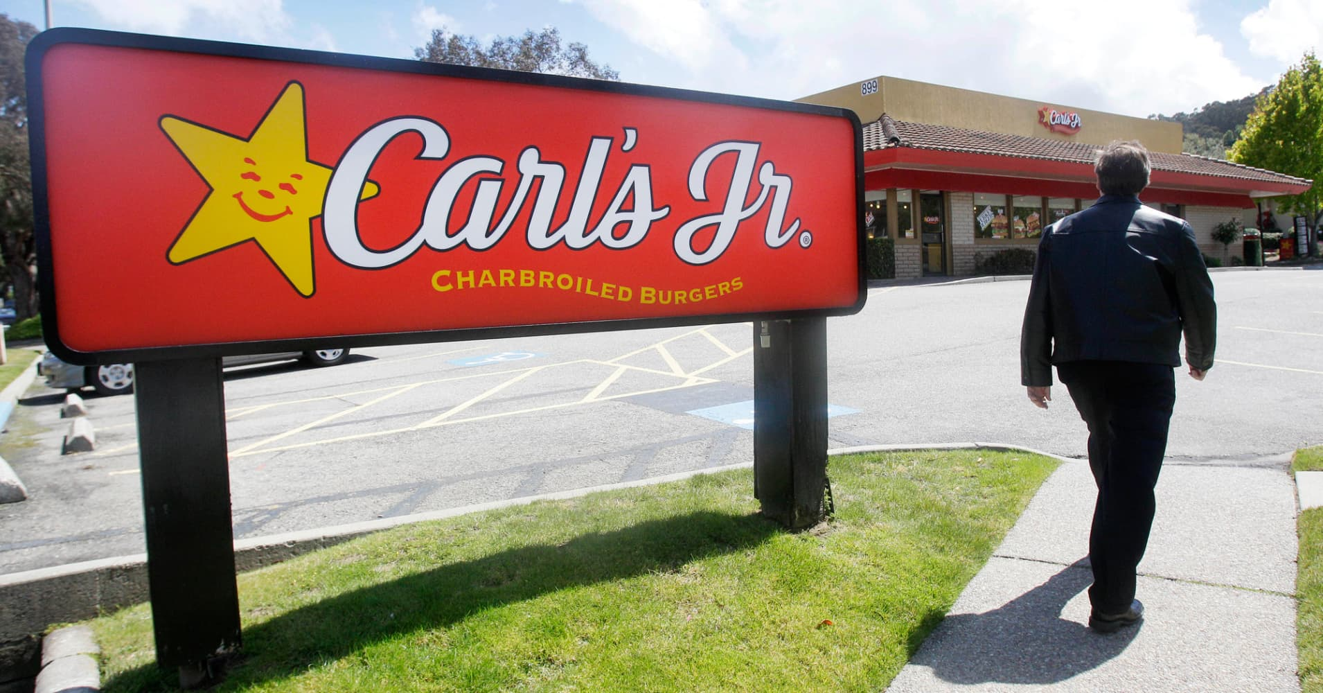 Carl's Jr. slapped with $1.45 million fine for failing to pay minimum wage in L.A.