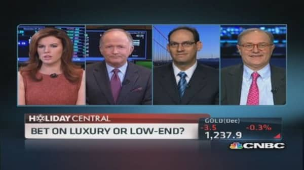 Better play: Luxury or low-end retialer