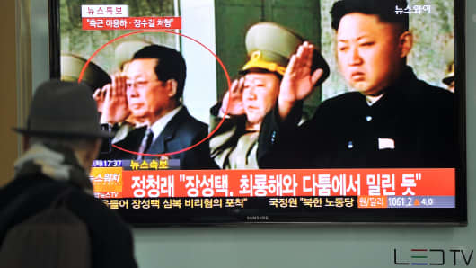 A South Korean man watches TV news about the alleged dismissal of Jang Song-Thaek, North Korean leader Kim Jong-Un's uncle, Seoul on December 3, 2013.