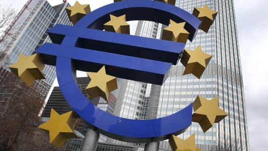 The euro logo is seen in front of the ECB in Frankfurt, Germany, on December 5, 2013.