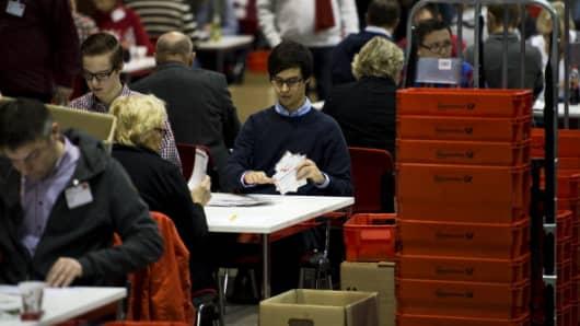 Volunteers count the votes of SPD members