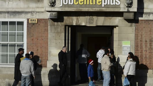 United Kingdom  unemployment rate hits lowest since 1975 but wage growth still weak