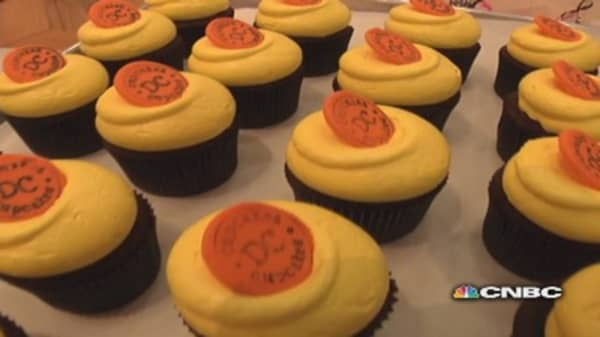 Two sisters ditch high-powered careers for cupcakes