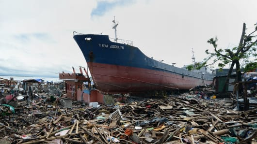 Cargo ship swept ashore by Super Typhoon Haiyan