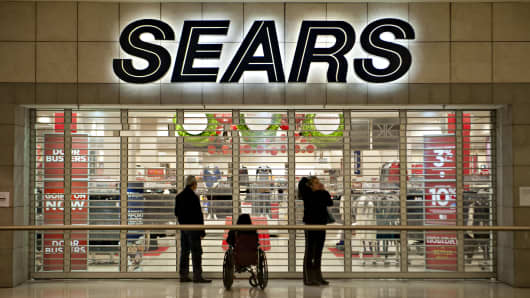 Sears strikes pension deal, narrows loss