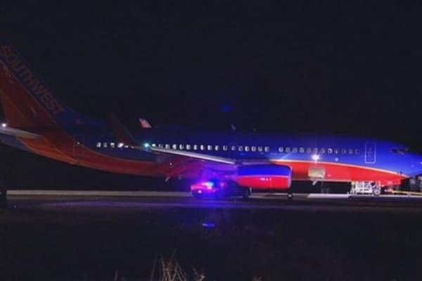 Commercial plane lands at wrong airport