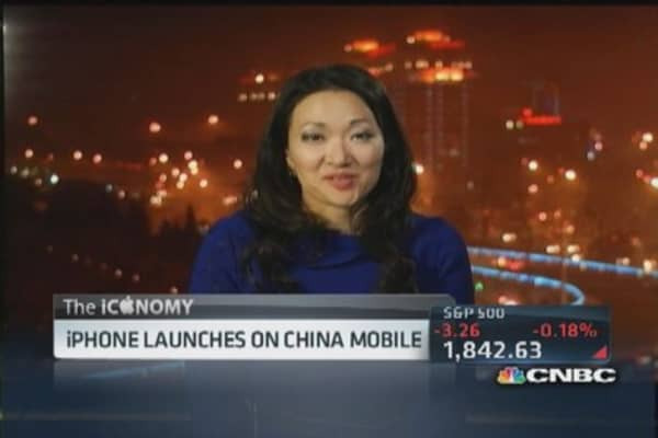 Apple makes China debut