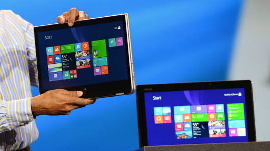 A pair of Lenovo 2-in-1 laptops and tablets.
