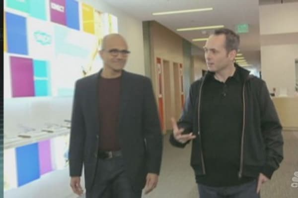Gates gives nod to new Microsoft CEO