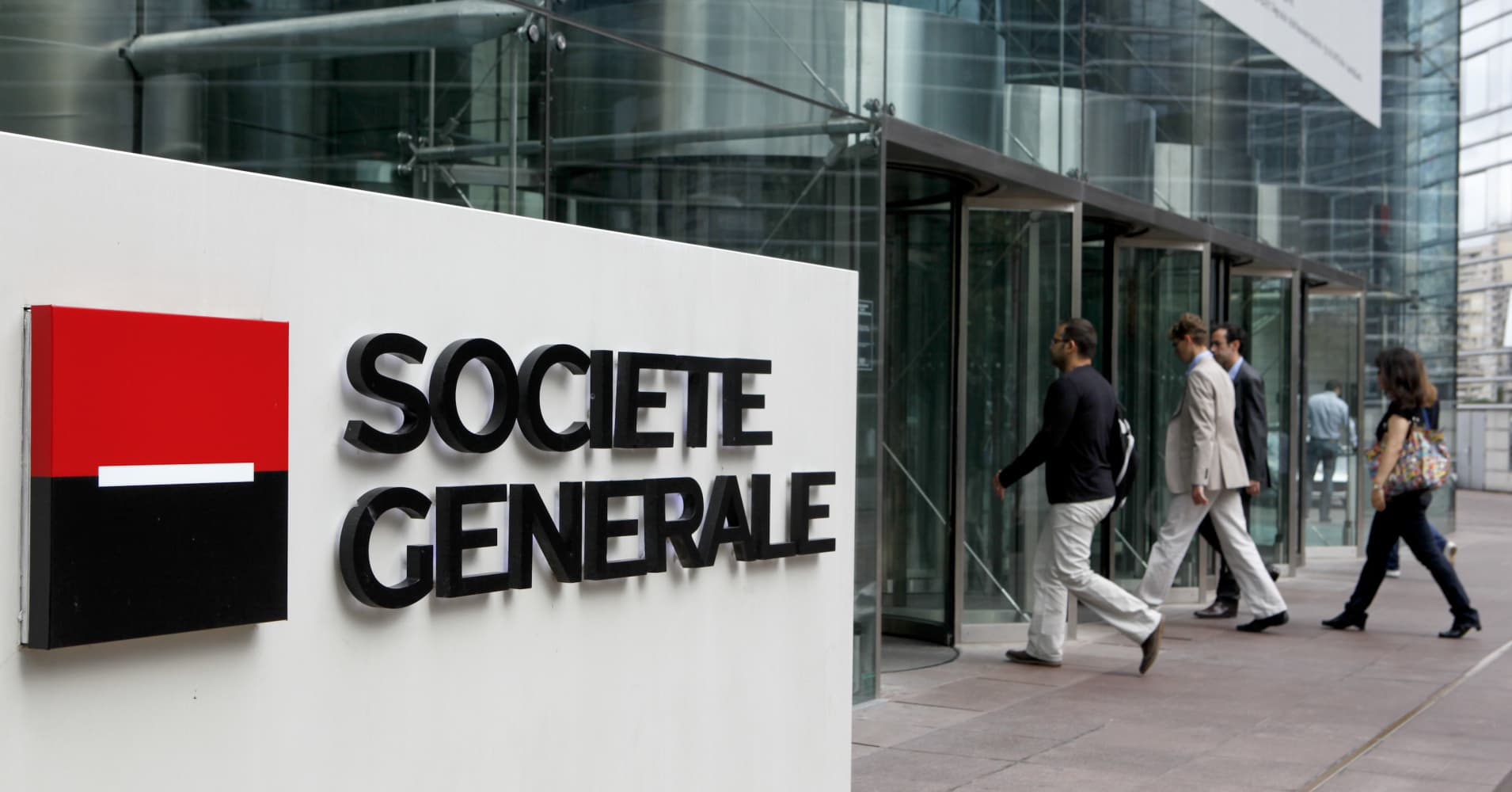 SocGen beats with fourth-quarter earnings and raises dividend; profits up 15% in 2016