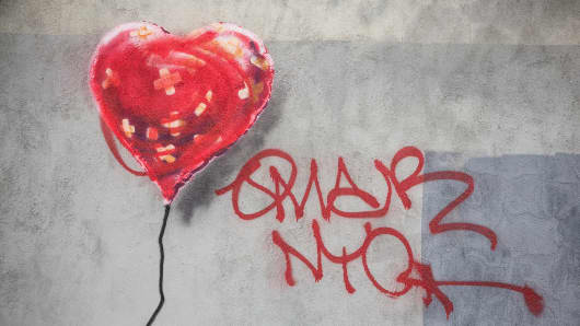 A piece of street art depicting a heart-shaped balloon covered in bandages, allegedly done by the street artist Banksy.