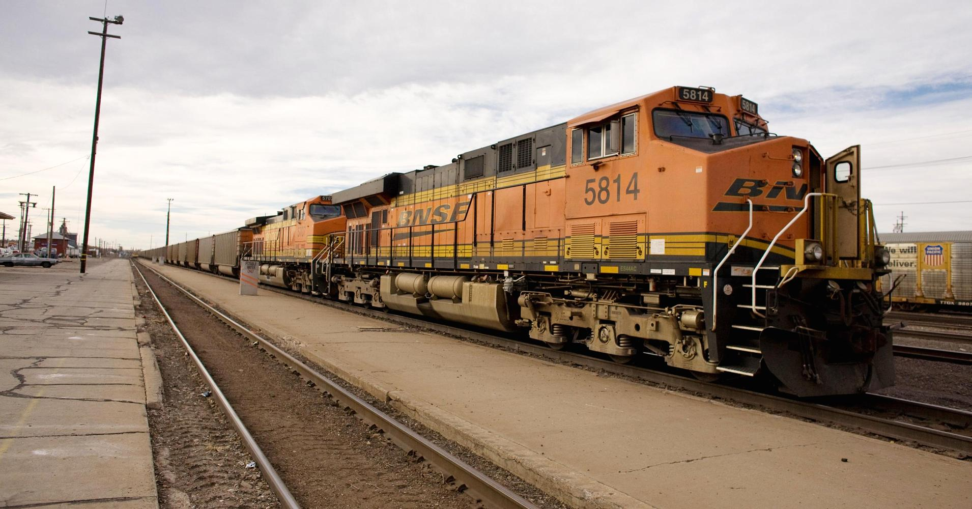 Bnsf To Take Bids To Buy Up To 5000 Safer Oil Railcars