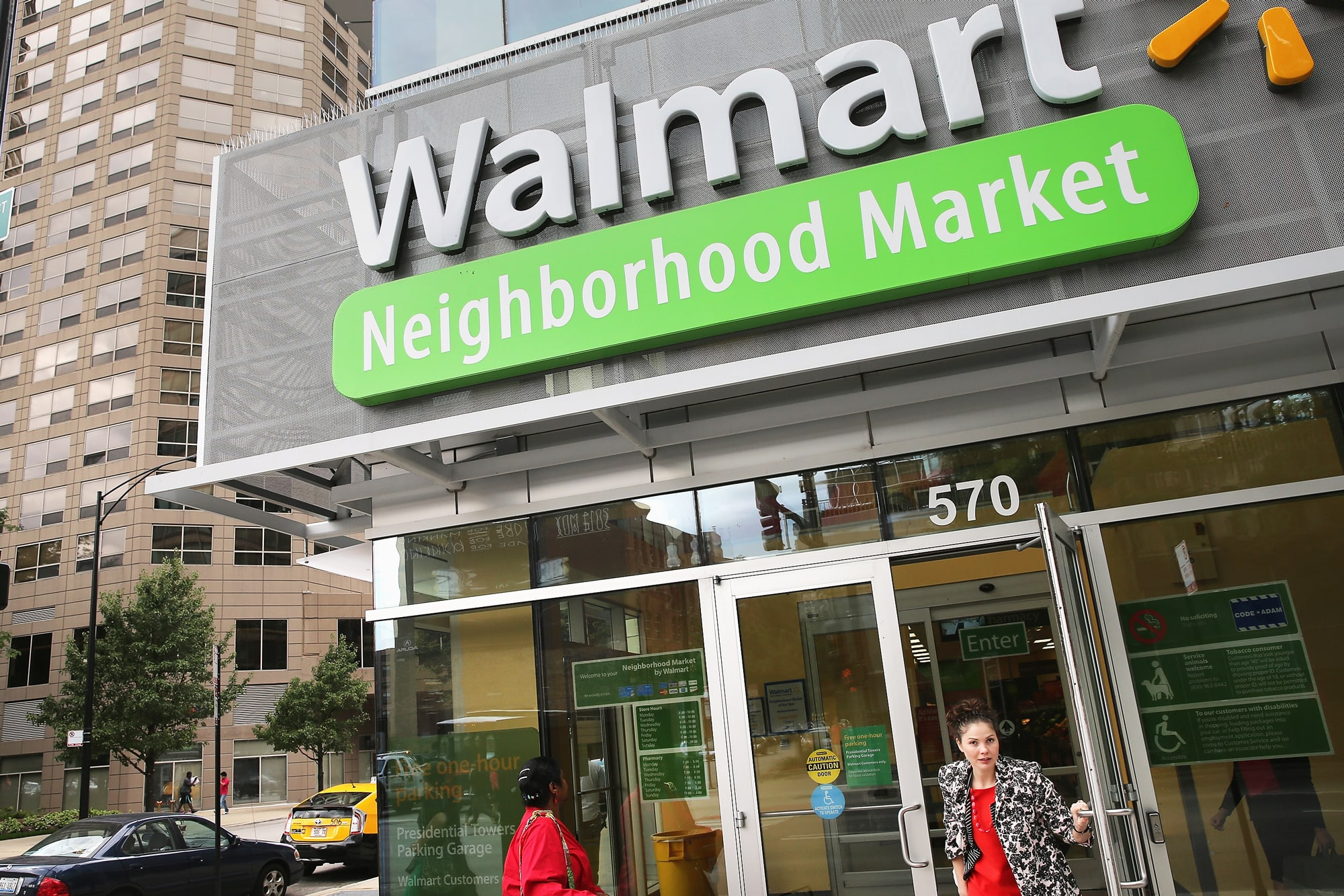 5566359b87a93e Wal-Mart stands to win the grocery wars with Amazon
