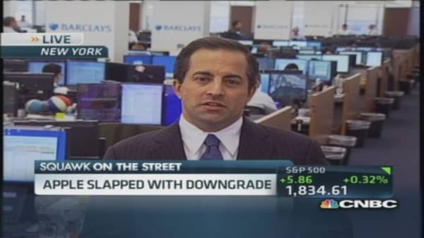 Analyst downgrades Apple after 10 years