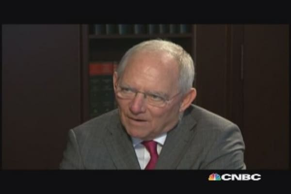 Schäuble discusses EM turmoil, euro zone recovery