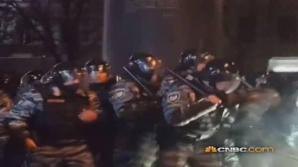 Protesters attack Police in Kiev