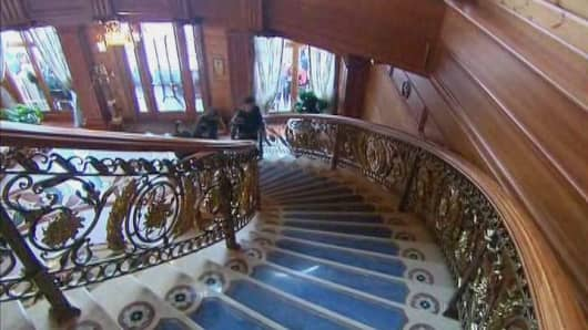 CNBC visits the palace of ousted Ukrainian President Viktor Yanukovych.