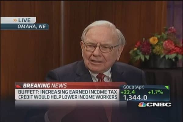 Buffett: Earned income tax credit vs. minimum wage hike