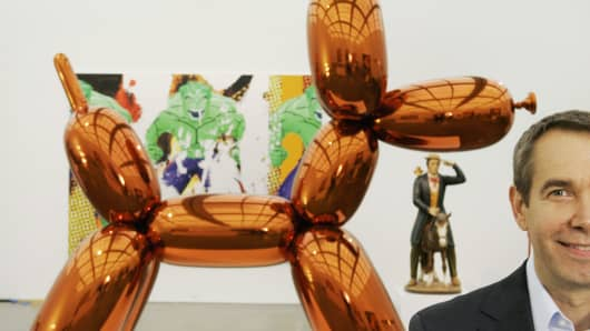 "Artist Jeff Koons poses beside one of his works, ""Balloon Dog,"" on display at Chicago's Museum of Contemporary Art."