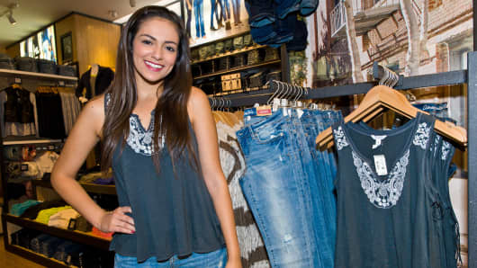 Bethany Mota at Aeropostale's Woodfield Mall store in Chicago, Aug. 27, 2013.