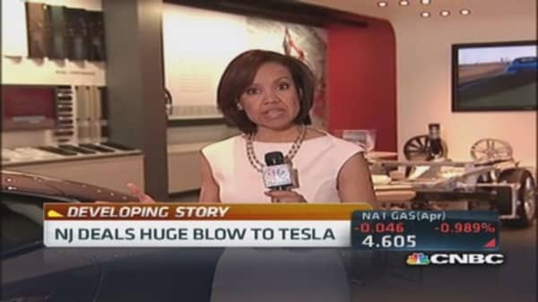 NJ resident complains Tesla's direct auto sale ban 'restraint of trade'