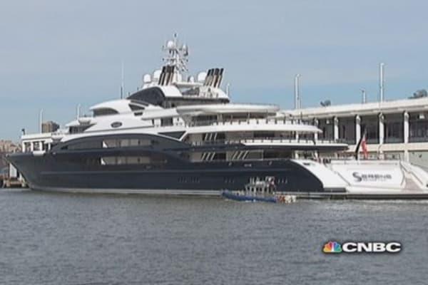 Mystery mega-yacht in New York