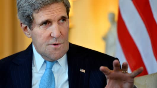 Secretary of State John Kerry met with his Russian counterpart Sergei Lavrov to discuss the Ukrainian crisis situation ahead of a disputed referendum in Crimea.