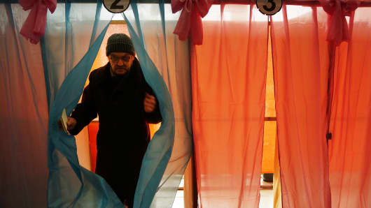 Crimeans go to the polls today in a vote that which will decide whether the peninsular should secede from mainland Ukraine.