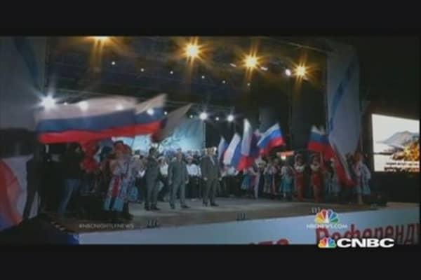 Crimea's pro-Russian crowds cheer vote