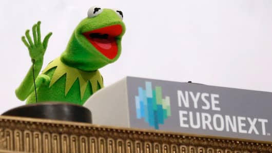 Kermit the Frog waves after ringing the opening bell at the NYSE on March 17, 2014.
