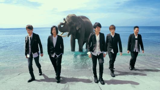 "Mayday's five members pose in a still from their recent music video ""Step by Step."" From left, Guan You (drummer), Masa (bassist), Monster (guitarist), Ashin (vocalist) and Stone(guitarist)."