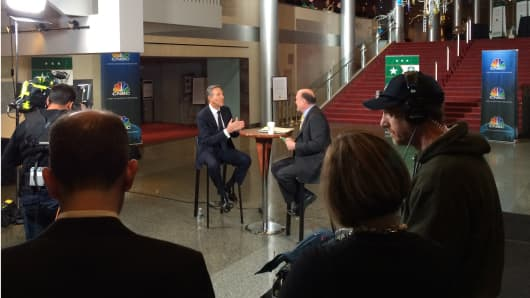 Jim Cramer talking with Starbucks CEO Howard Schultz at the company's annual shareholder's day