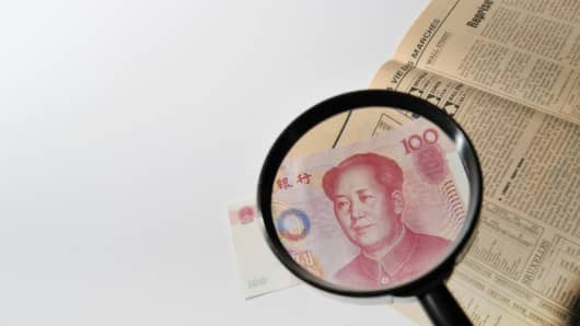 Magnifying glass to observe the Chinese money