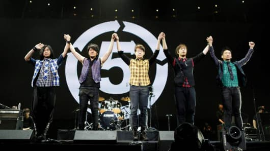 On March 22, 2014, the Taiwanese alternative rock group Mayday became the first Chinese-speaking band to perform at Madison Square Garden. From left to right: Masa (bassist), Monster (bandleader and guitarist), Guan You (drummer), Ashin (vocalist and song composer) and Stone (guitarist).