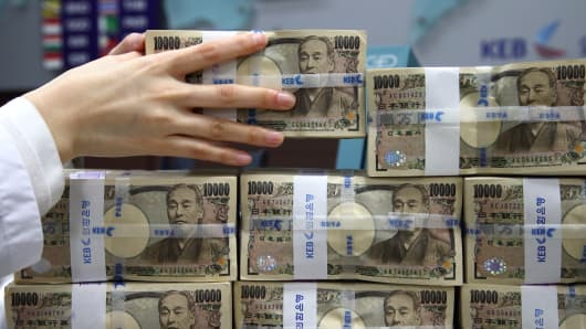 Stacks of Japanese 10,000 yen banknotes