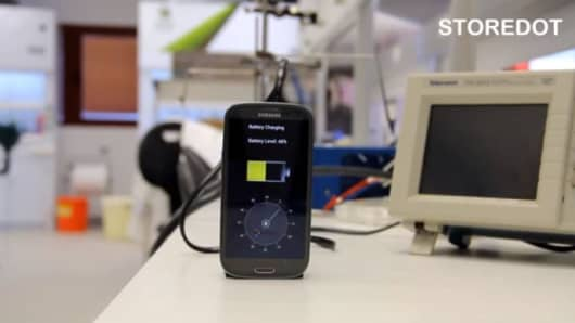 A battery that can charge in under 30 seconds has been shown off at a technology conference in Tel Aviv.