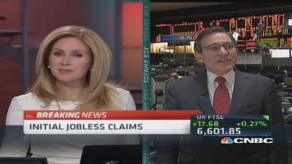 Jobless claims rise 2,000 to 304,000