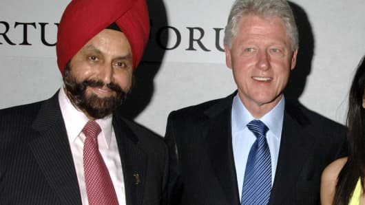 Sant Chatwal and Bill Clinton in London, September 26, 2006.