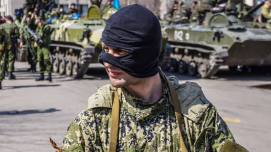 A pro-Russian soldier stands guard outside an administrative building in Slavyansk, Ukraine, on April 16, 2014.
