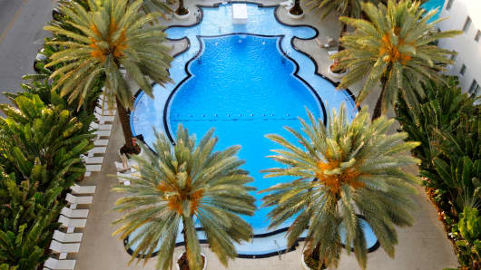 The Raleigh Hotel swimming pool, Miami Beach