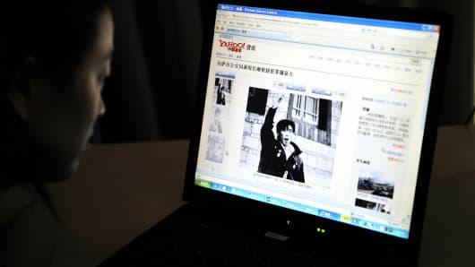 An internet user reads a website in Beijing.