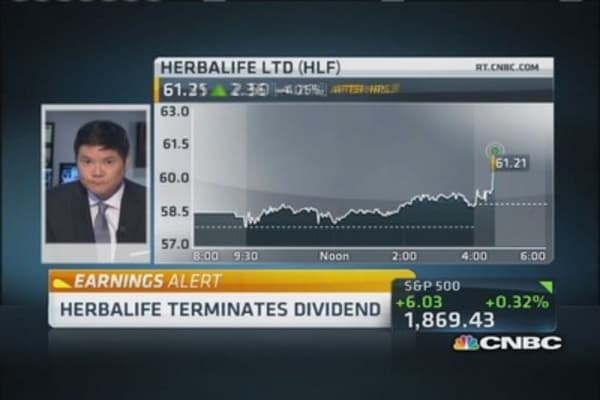 Herbalife suspends dividend, beats on earnings