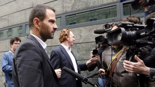 French rogue trader Jerome Kerviel (L) arrives on July 4, 2013 in Paris, at the Prudhommes court.