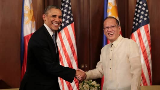 In this handout provided by Malacanang Photo Bureau', US president Barack Obama shakes hands with Philippine President Benigno Aquino at the presidential palace on April 28, 2014 in Manila, Philippines.