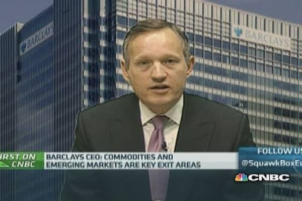 Barclays CEO defends bonus increase