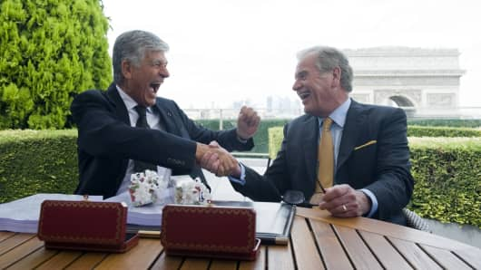 Maurice Levy, chief executive officer of Publicis Groupe SA, left, and John Wren, chief executive officer of Omnicom Group.